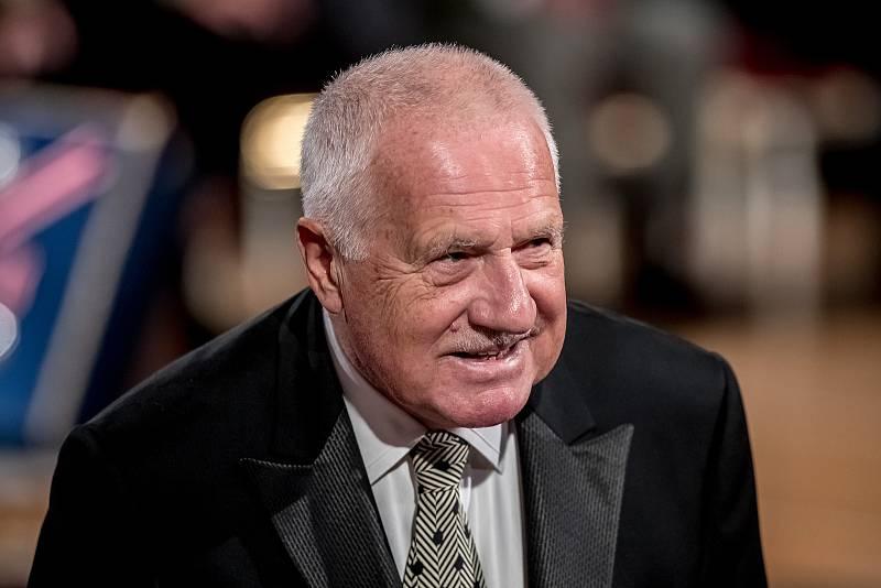 Prezident Miloš Zeman na státní svátek 28. října předával státní vyznamenání ve Vladislavském sále Pražského hradu. Klaus