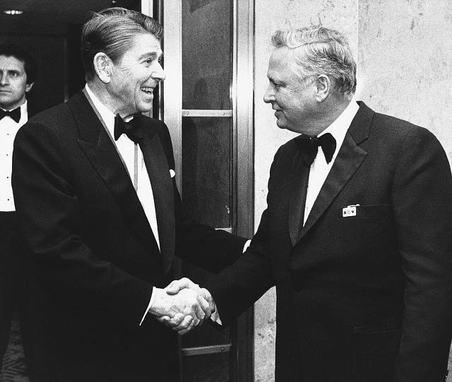 Barron Hilton (vpravo) na snímku s bývalým americkým prezidentem Ronaldem Reaganem