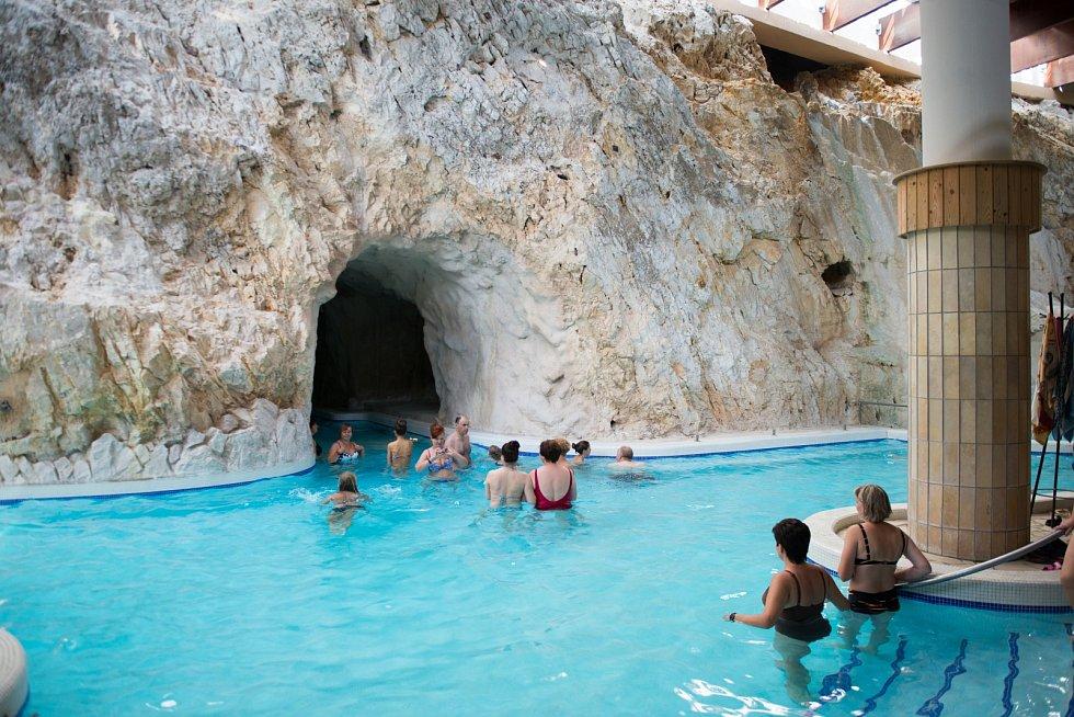Speleoterapie využívá klima v přírodních jeskyních, kde vznikají dětské léčebny respiračních onemocnění.