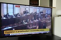 Jednání Sněmovny k nouzovému stavu