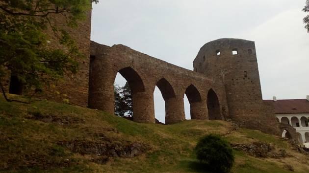 Hrad ve Velharticích založili na konci 13. století pánové z Velhartic.