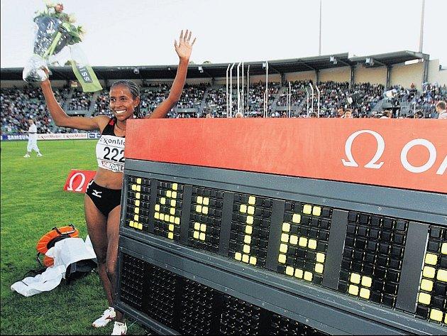 Před deseti dny zaběhla v Oslu Meseret Defarová z Etiopie světový rekord  v běhu na 5 000 metrů. Její výkon má hodnotu 14:16,63 min. Ubere z času něco i v Ostravě?