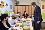 Předseda hnutí STAN Vít Rakušan odevzdal svůj hlas v Kolíně.