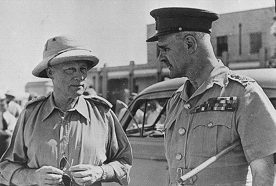 Generál Archibald Wavell (vpravo) v roce 1941 s velitelem britských a indických sil v Iráku generálem Edwardem Pellewem Quinanem