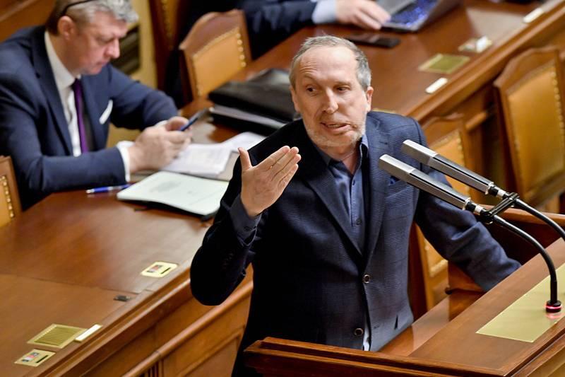 Poslanec Václav Klaus ml. hovoří na schůzi Poslanecké sněmovny 28. ledna 2020 v Praze