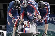 Olympijské zlato vybojovali ve Vancouveru v soutěži čtyřbobů Američané.