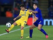 Luis Hernández z Leicesteru (vpravo) a Monteiro Otavio z FC Porto.