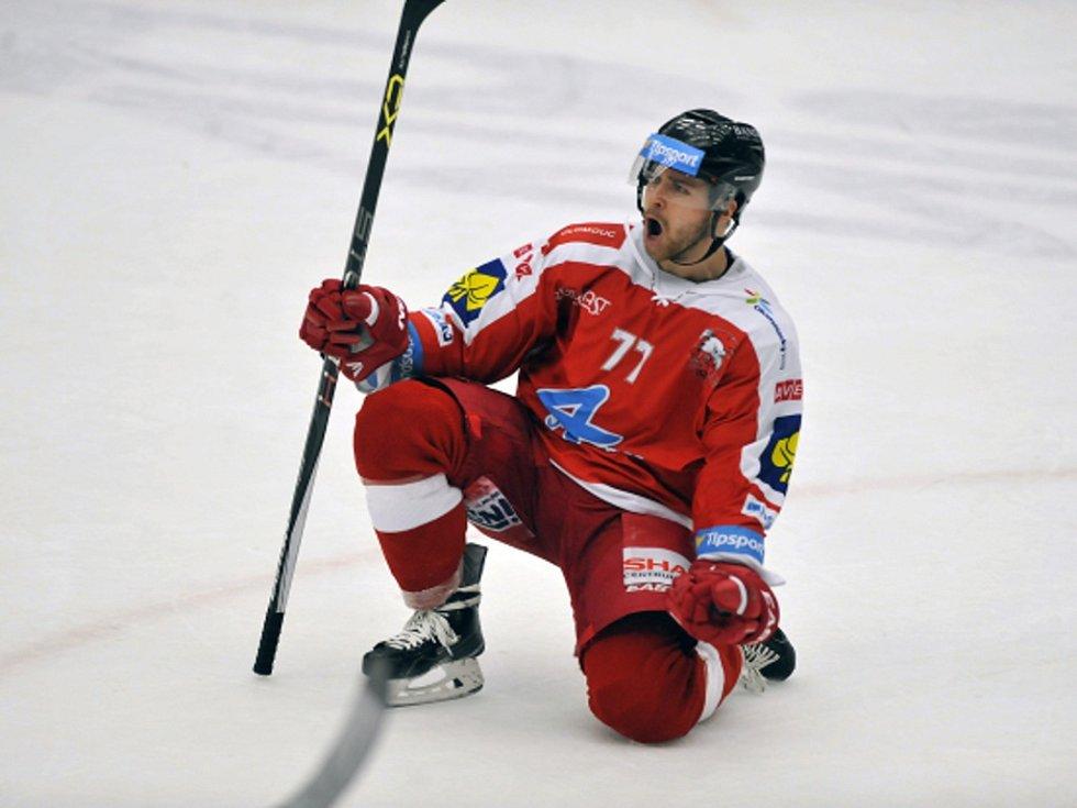 Adam Zeman z Olomouce se raduje z gólu.