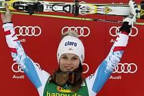 Anna Fenningerová se raduje z vítězství v obřím slalomu SP v Ofterschwangu.
