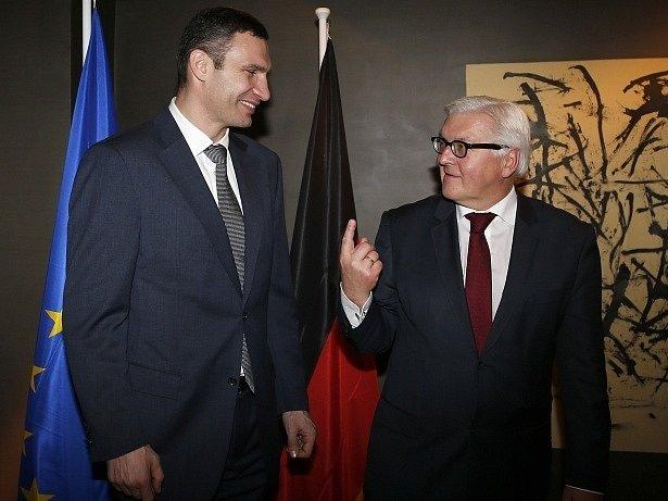 Vitalij Kličko s německým ministrem zahraničí Frankem-Walter Steinmeierem.