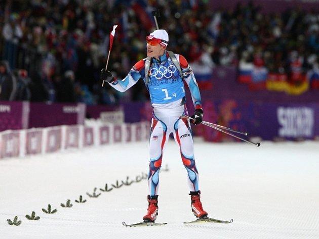 Získal třetí medaili na olympijských hrách v Soči. Biatlonista Ondřej Moravec se raduje ze stříbra ve smíšené štafetě.