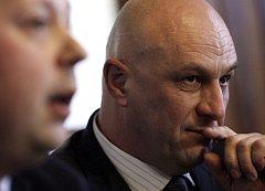 Odcházející ministr zdravotnictví Tomáš Julínek (ODS), kterého od 23. ledna nahradí senátorka a stranická kolegyně Daniela Filipiová, oficiálně připustil, že by mohl své nástupkyni dělat poradce.