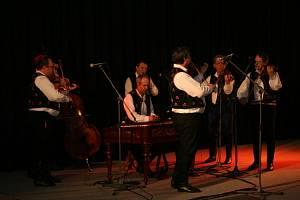 Na Hudeckých dnech v Břeclavi vystoupila i cimbálová muzika Pavla Borovičky z Rohatce, která zpívá písně z kyjovského a strážnického Dolňácka a Podluží.