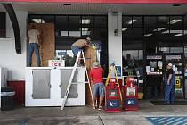 Spojené státy se připravují na úder hurikánu Laura