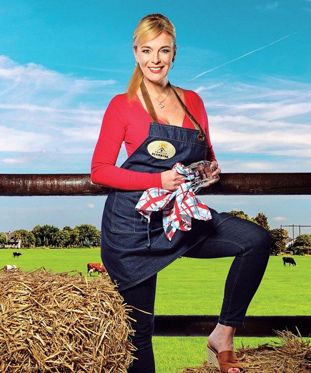 V seriálu Slunečná hraje servírku Rózu.