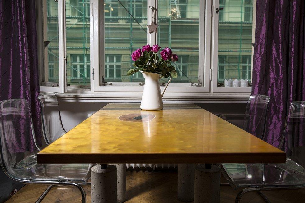 Matěj Ruppert: Nejoblíbenějším kusem nábytku je náš jídelní stůl, který vyráběl můj táta se svým tehdejším kamarádem, skvělým uměleckým truhlářem Michalem Řičicou