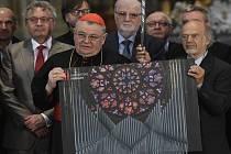 Kardinál Dominik Duka (vlevo) a Gerhard Grenzing podepsali smlouvu na zhotovení nových varhan pro katedrálu sv. Víta.