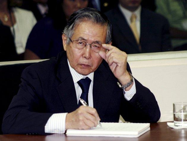 Exprezident Alberto Fujimori nasouchá soudci.