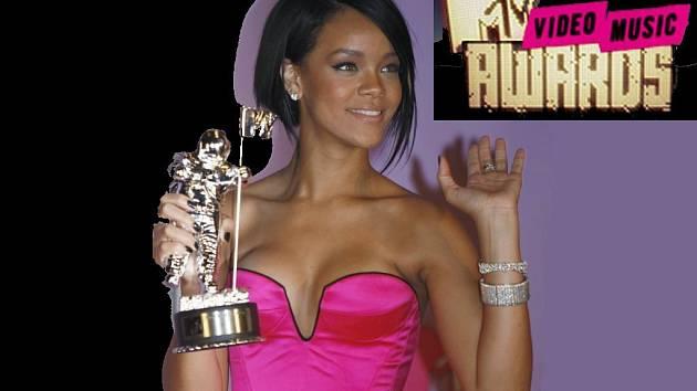Zpěvačka Rihanna s cenou za nejlepší klip roku.