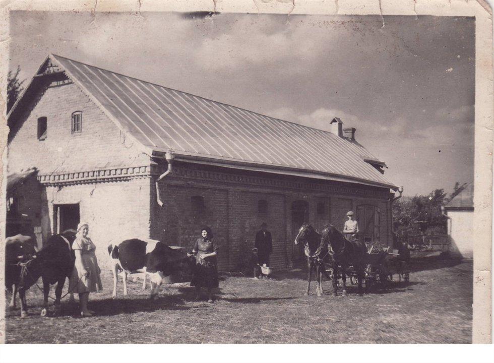 Statek rodiny Jiřího Zahradníka v Novostavcích na Volyni