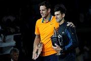 Novak Djokovič (vpravo) porazil ve finále US Open Juana Martína del Potra.