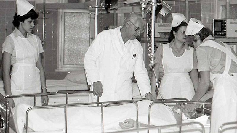 Pavilon A ústecké nemocnice. Ústecká nemocnice si prošla řadou změn. Za první republiky patřila ke špičce v celém Československu.