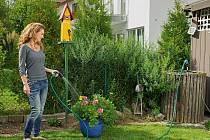 Pro zavlažování zahrady je dešťovka vhodnější než voda z kohoutku.