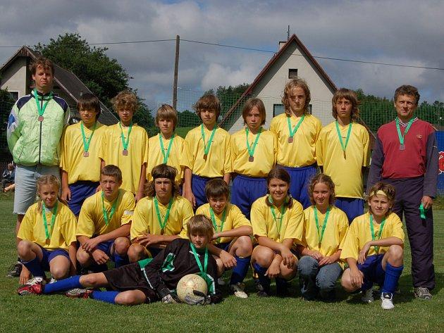 Výborné třetí místo vybojovali v soutěžním ročníku 2006/2007 okresního přeboru žáci SK Bolešiny. Historického úspěchu  svého mateřského klubu dosáhli pod taktovkou trenérů Jiřího Šmolce (vzadu vpravo) a Pavla Boška (vzadu vlevo).