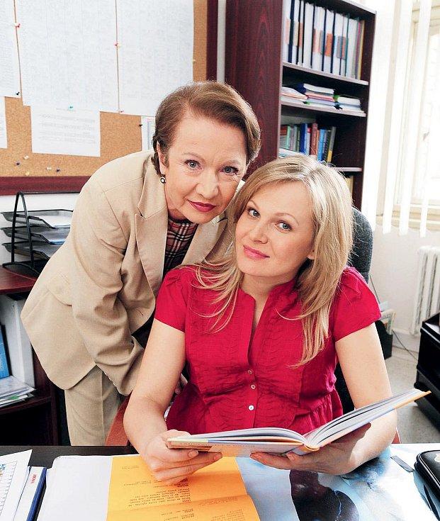 Michaela a Hana Maciuchová v seriálu Ulice.