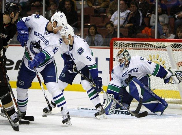 Ilustrační foto - Vancouver se brání v duelu s Anaheimem.