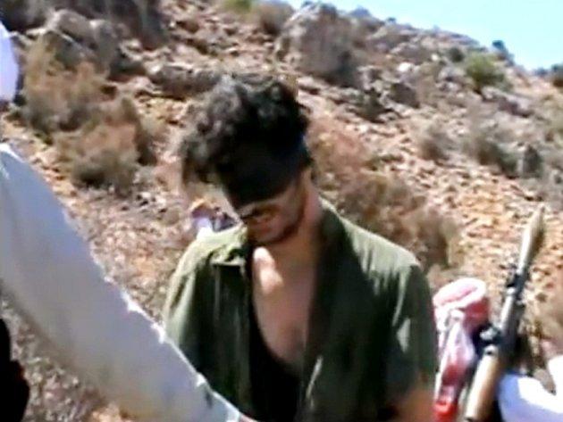 Na internetu se objevilo video se záběry amerického novináře Austina Tice, který je od srpna pohřešován v Sýrii.