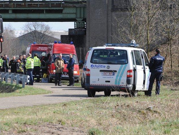Belgická policie ve čtvrtek nalezla tělo někdejšího šéfa vlámských socialistů Stevea Stevaerta. Tělo utonulého šedesátiletého politika nalezli potápěči civilní ochrany v Albertově kanálu spojujícím Antverpy s Lutychem.