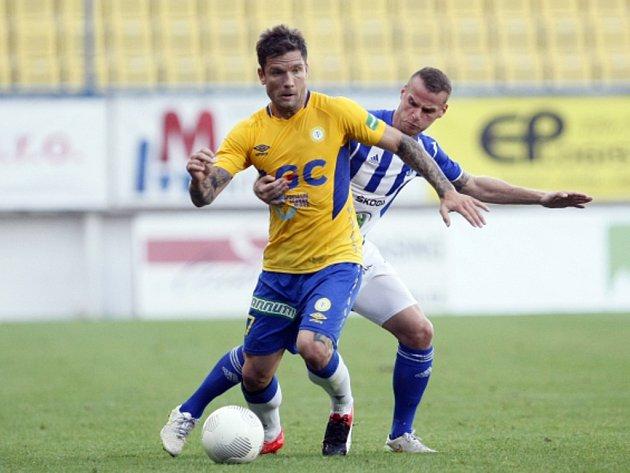 Martin Fillo z Teplic (vlevo) proti Mladé Boleslavi.