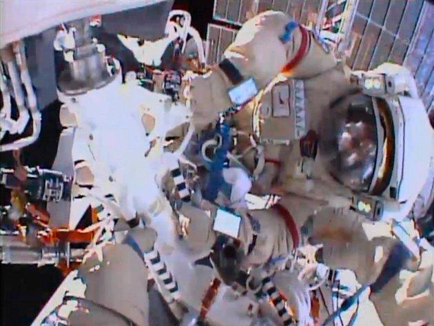 Ruští kosmonauti Jurčichin a Misurkin na ISS odinstalovali laserový komunikační systém.
