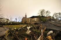 Tornádo se v neděli přehnalo třemi okresy centrální části amerického státu Mississippi.