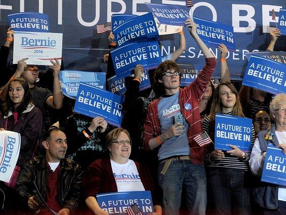 Příznivci demokratického kandidáta Bernieho Sanderse.