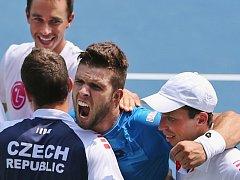 Tenisté (zleva) Lukáš Rosol, Adam Pavlásek, Jiří Veselý a Radek Štěpánek udrželi český tým mezi elitou v Davis Cupu.