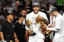 LeBron James a Dwyane Wade znovu dokormidlovali Miami k vítězství v NBA.