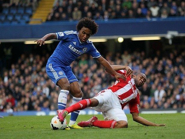 Wilson Palacios (vpravo) v zápase s Chelsea