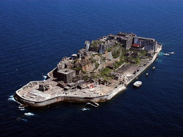 Hašima. Ostrov u Japonska, který byl kdysi místem s nejvyšší hustotou obyvatel na zemi.