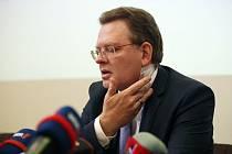 Napadený starosta německého města Altena Andreas Hollstein.