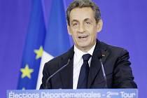 Francouzské regionální volby jasně ovládla opoziční pravicová koalice vedená Svazem pro lidové hnutí (UMP) exprezidenta Nicolase Sarkozyho, která získala dvě třetiny ze stovky departementů a porazila vládnoucí socialisty.