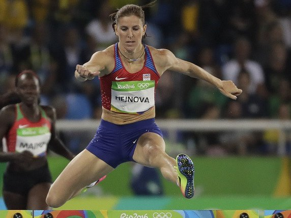Zuzana Hejnová i Denisa Rosolová postoupily na olympijských hrách v Riu do semifinále běhu na 400 metrů překážek.