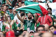 Mexičtí fanoušci při zápase své reprezentace proti Německu.