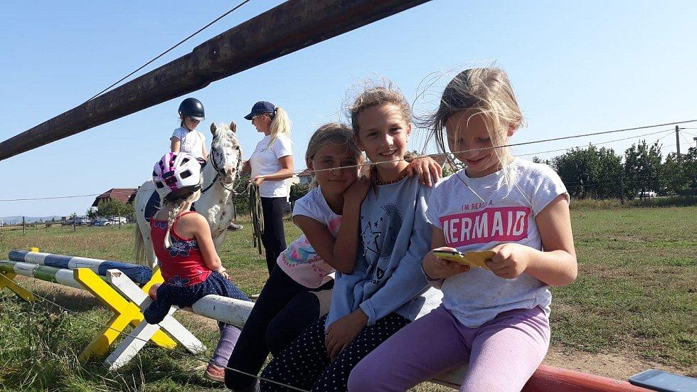 Děti z Neškoly Vranovice. Projekt alternativního vzdělávání. Archiv Neškoly Vranovice