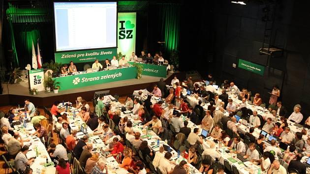 Strana zelených ani na víkendovém sjezdu nevyřešila vnitřní spory. Proto její volební preference klesají
