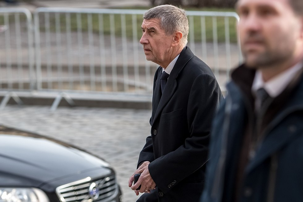 Hosté přicházeli 3. února k pražskému Rudolfinu na pietní shromáždění k uctění památky zesnulého předsedy Senátu Jaroslava Kubery. Andrej Babiš