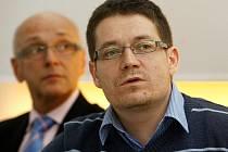 Tisková konference k vyhlášení Nejvstřícnější banky za rok 2011 se konala v úterý 24. ledna 2012 v Praze. Nejvstřícnější bankou se stala Fio banka. Na snímku organizátor projektu Patrik Nacher a jeden z porotců Otakar Schlossberger.