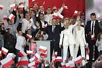 Polský prezident Andrzej Duda a jeho manželka Agata Kornhauserová-Dudová  na setkání s Dudovými příznivci po skončení druhého kola voleb polské hlavy státu 12. července 2020.