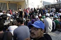 Běženci na řeckých ostrovech v Egejském moři čelí otřesným podmínkám, upozornila dnes organizace na ochranu lidských práv Human Rights Watch (HRW).